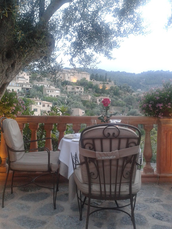The terrace restaurant at La Residencia