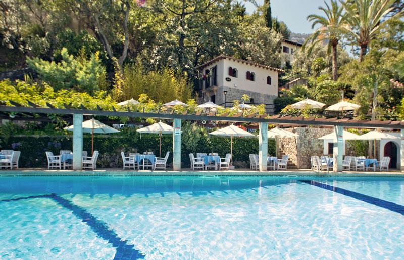The pool at Es Moli