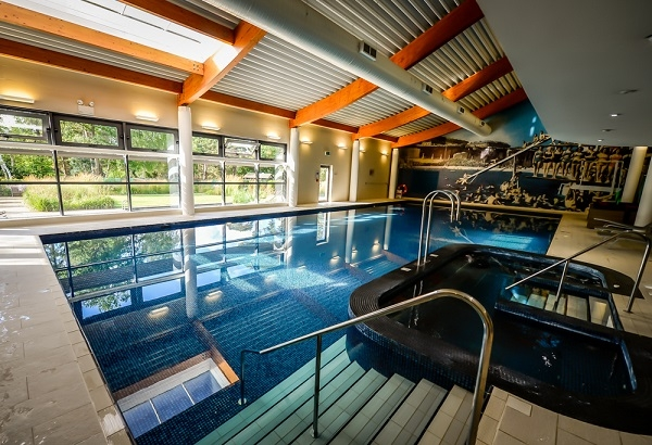 hotels with swimming pools foxhills manor