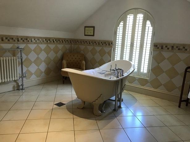 free-standing bath