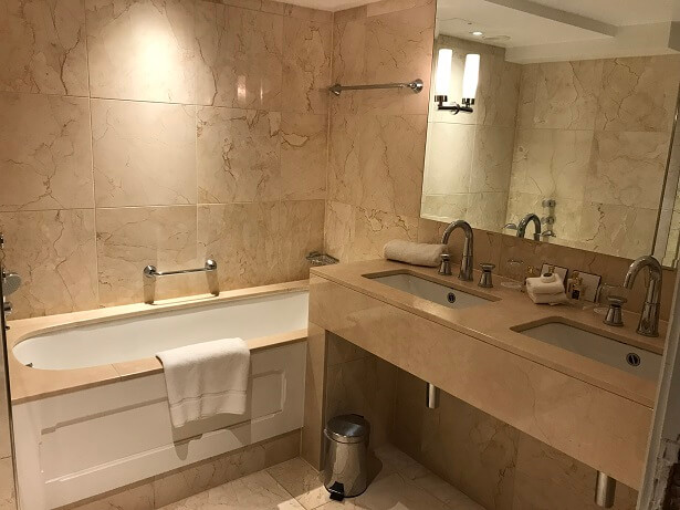luxury hotels in the cotswolds lygon arms bathroom