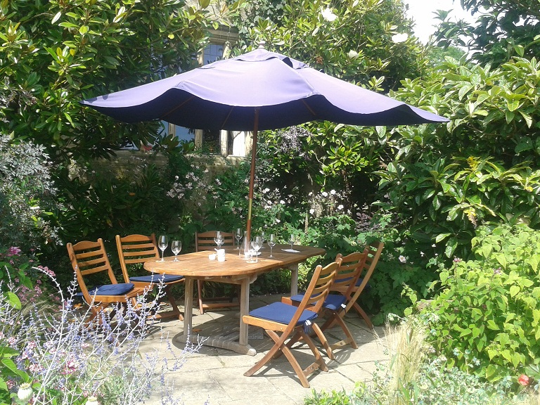 Outdoor dining in the gardens at Gravetye Manor