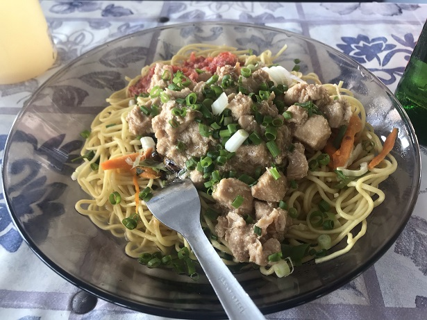 Mauritians also love noodles which can be 'mine bouille' (boiled noodles) or 'mine frite' (fried noodles)